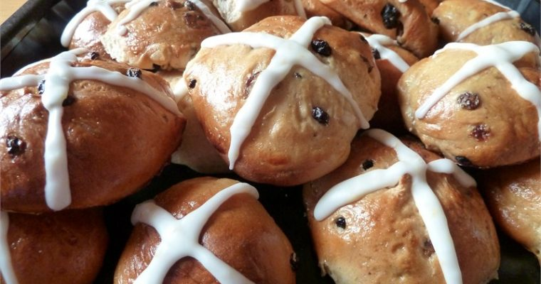 Fresh From the Oven April Challenge — Hot Cross Buns